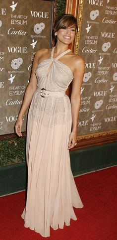 Gorgeous tan, beautiful dress #HauteCouture #RedCarpet
