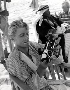 "my-retro-vintage: ""Peter O& on the set of 'Lawrence of Arabia' Directed by David Lean 1962 "" Peter O'toole, David Lean, Lawrence Of Arabia, Hollywood Men, Classic Hollywood, Film Director, On Set, Actors & Actresses, Behind The Scenes"