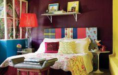 O quarto decorado pela designer de interiores Neza Cesar é uma profusão de cores: paredes azuis, vinho e amarelas, cabeceira de patchwork e roupa de cama floral. Para reproduzir em casa, é preciso gostar de ousadia