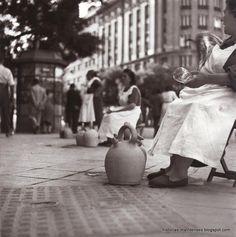 """Francesc Català-Roca / """"Botijeras"""", Madrid, 1955"""