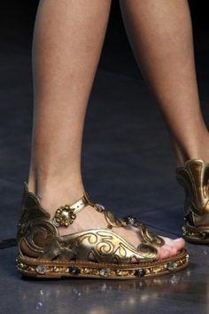 Sandalo a ciabatta dorato Dolce e Gabbana