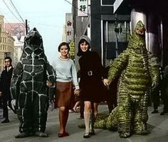 Girl and monster go Shibuya:. Twitter / takuyaz Are hand in hand with Red King Yamamoto re ...