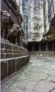 JOJO POST STAR GATES: INDIA. THOUSANDS YEARS OLD  AJANTA CAVE. WHO BUILT THIS??? WHAT DO YOU SEE?? WHAT DO YOU THINK??  WHAT DO WE KNOW??