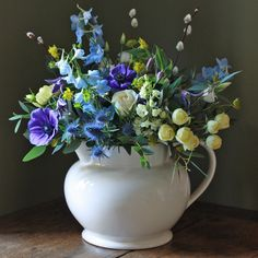 The Real Flower Company Ivory & Blue Trio Real Flowers, Beautiful Flowers, Mother's Day Bouquet, Flower Company, Luxury Flowers, Mothers Day Flowers, Gifts For Your Mom, Flower Delivery, Floral Bouquets
