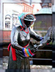 yarn bombers   Strickliesel - Fischersfrau am Hansehafen - Guerilla Knitting by Luna-1, via Flickr