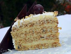 delicate nutty cake with cream patiser // Walnut cake w/cream Russian Cakes, Russian Desserts, Russian Recipes, Sweet Recipes, Cake Recipes, Easy Cake Decorating, Traditional Cakes, Pastry Cake, Sweet Cakes