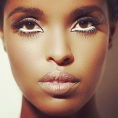 Love the white eyeliner. Lips are nicely nude too. Kiss Makeup, Eye Makeup, White Eyeliner Looks, African American Makeup, Graphic Eyeliner, Faces Cosmetics, Get Glam, Feminine Mystique, Fall Makeup