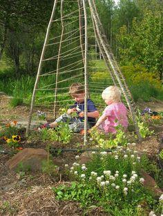 its raining might as well make some:) Eco Garden, Edible Garden, Garden Fun, Dream Garden, Garden Ideas, Pea Trellis, Garden Trellis, Teepee Kids, Family Garden