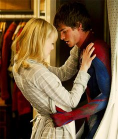 "The Amazing Spider-Man Gwendolyn ""Gwen"" Stacy is played by Emma Stone and Peter Parker, a. Spider-Man, is played by Andrew Garfield. Peter just came into Gwen's room through the window and Gwen is looking at his wounds. Spiderman 1, Amazing Spiderman, Spiderman Images, Gwen Stacy, Movie Couples, Cute Couples, Famous Couples, Emma Stone Andrew Garfield, Marvel E Dc"