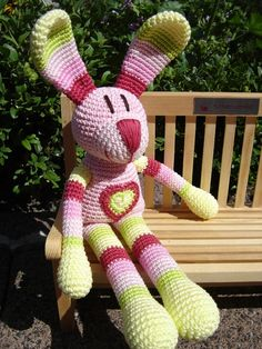 Madame Bonbon, crochet Bunny ♥ ~ so cute.  The site is in German but I think the pattern is 22 Euro.