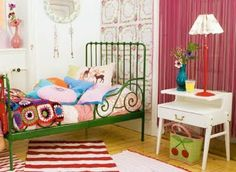 green iron bed - so cute, bright is so young & fresh