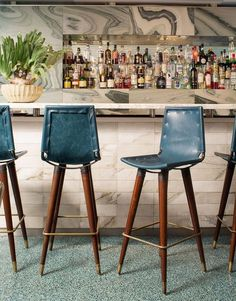 Kelly Wearstler Restaurants & Bars Design • Viviane • On the far end of the main dining room inside Wearstler-designed restaurant Viviane, the lustrous marble bar holds court, surrounded by vintage iron-forged bar stools refashioned with deep blue and ivory geometric patterned leather sling seat cushions. #kellywearstler #interiordesign #designer Wooden Dining Room Chairs, Metal Chairs, Bar Chairs, Living Room Chairs, Desk Chairs, Office Chairs, Cafe Restaurant, Restaurant Design, Pub Design