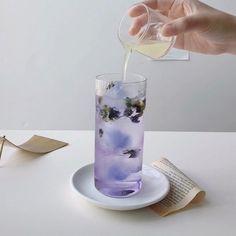 Violet Aesthetic, Lavender Aesthetic, Aesthetic Colors, Aesthetic Food, Aesthetic Outfit, Aesthetic Pastel, White Aesthetic, Purple Drinks, Fancy Drinks
