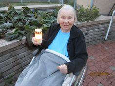 Pyhäinpäivänä loisti kynttilät patioillamme.