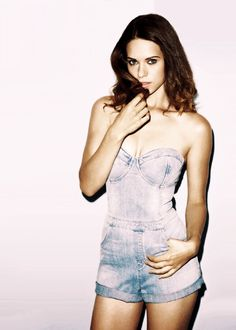 Lyndsy Fonseca hottest pics, gifs, and sexy bikini photos. People are always looking for more about her boobs and butt. Lyndsy Fonseca, Ted Mosby, Tv Girls, Gq Magazine, Hot Brunette, Famous Women, Celebs, Celebrities, Beautiful Actresses