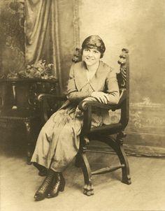 Facevintage Blog - Mujer Joven - Digitalización y Restauración de Fotografías www.fotovintage.com