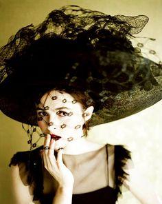 Helena Bonham Carter by Jillian Edelstein, This woman is my idol Helena Bonham Carter, Helen Bonham, Helena Carter, Tim Burton, Marla Singer, Johny Depp, The Lone Ranger, Wearing A Hat, Love Hat