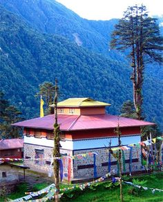 El Parque Nacional de Khangchendzonga, en la lista del Patrimonio Mundial de la UNESCO: http://www.guiarte.com/noticias/khangchendzonga-unesco.html