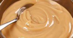These are safe methods of converting your can of sweetened condensed milk into delicious caramel sauce (dulce de leche). Easy Homemade Recipes, Sweet Recipes, Caramel From Condensed Milk, Recetas Salvadorenas, Vanilla Sauce, Sin Gluten, Just Desserts, Creme, Peanut Butter