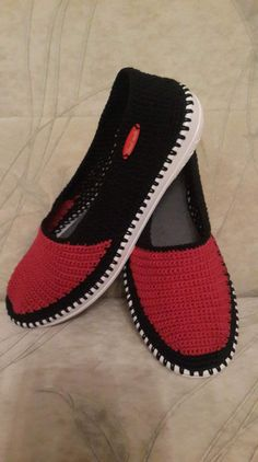 This post was discovered by nu Crochet Shoes Pattern, Shoe Pattern, Crochet Slippers, Crochet Patterns, Bobble Stitch Crochet, Crochet Yarn, Creative Shoes, Shoe Crafts, Crochet Blocks