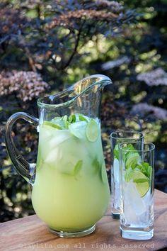 Coctel de limón con menta o hierbabuena