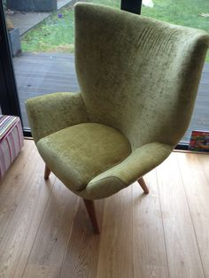 Show stopping seating! This bespoke statement chair really is imposing. Ideal for large spaces that have the space for this structure to really show off. Bespoke Sofas, Cushion Filling, Wood Colors, Sofa Bed, Recliner, Cribs, Armchair, British