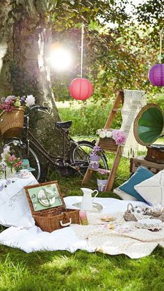 Stunning picnic scene! Featuring my vintage crochet lace shawl by HanJan Hannah Reed for Simply Crochet