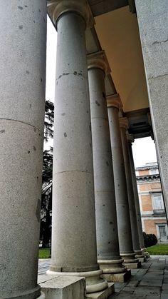 Columnas del pórtico de entrada al Museo del Prado