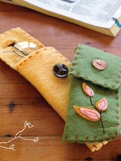 DIY Felt Eyeglass/Sunglass Case. I really need to make this so I have motivation to put my glasses IN a case