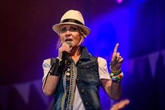 Did Lulu just beat Lemmy in battle of the ages at Glastonbury Festival? | Central Somerset Gazette #glastonburyfestival #lulu
