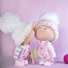 Такая кокетка)) #doll #doll_in_home #homedecor #handmade #handmadedoll #textiledoll #fabricdoll #interiordoll #кукла #кукларучнойработы #текстильнаякукла #куклаизткани #ручнаяработа #интерьернаякукла #малыш