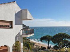 Magnífica casa en Tossa de Mar con extraordinaria situación y fenomenales vistas al mar en la urbanización privada de Martossa, en la Costa Brava