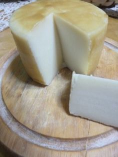 ΣΠΙΤΙΚΟ ΚΑΣΕΡΙ :: Mikrifarma Greek Cooking, Cooking Time, Cooking Recipes, How To Make Cheese, Food To Make, Making Cheese, Food Network Recipes, Food Processor Recipes, Greek Cheese