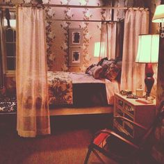 Spencer Hastings bedroom in season 4 of Pretty Little Liars.