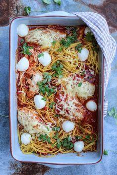 Kurczak parmigiana z makaronem spaghetti. - Katarzyna Rzepecka Paella, Spaghetti, Ethnic Recipes, Food, Essen, Meals, Yemek, Noodle, Eten