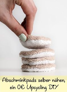 Wenn man bedenkt, dass man pro Tag zirka Wattepads zum Abschminken oder Ausb When you consider that you have about cotton pads per day for make-up or removal … remove makeup Diy Jewelry Unique, Diy Jewelry To Sell, Diy Jewelry Holder, Jewelry Making Tutorials, Diy Upcycling, Upcycle, Couleur L Oreal, Maquillaje Diy, Glasses For Your Face Shape