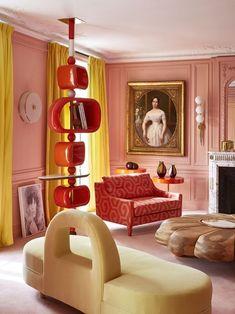 projeto do estúdio criativo Rouge Absolu / décor do dia: Sala de estar lúdica com cores ousadas e mistura de estilos diferentes (Foto: ROUGE ABSOLU/DIVULGAÇÃO)