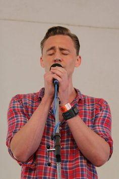 Tom Hiddleston at Wheatland Music Festival 2014 by PhotoFooFoo (x)