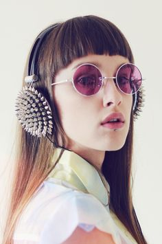 Headphones, shades, hair 월드카지노 ▒||▶ MJ9000.COM ◀||▒