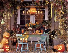 Find a better way to decorate your table for Halloween Parties. A variety of different Halloween party table styles to choose from . 26 Halloween party Table Decorations ideas for you. Halloween Home Decor, Outdoor Halloween, Holidays Halloween, Vintage Halloween, Halloween Crafts, Happy Halloween, Halloween Porch, Country Halloween, Spooky Halloween
