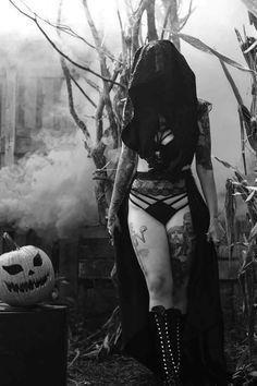 Cheap Women Gothic Style Blouse T Shirt Tops Lace Insert Bell Swing Long Sleeve – Skull Head Goth Beauty, Dark Beauty, Sabbat, Tatto Ink, New Mode, Goth Women, Shy Girls, Arte Horror, Dark Gothic