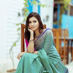 Most Beautiful Bollywood Actress, Bollywood Actress Hot, Bollywood Saree, Cotton Saree Blouse Designs, Saree Backless, Saree Poses, Afghan Clothes, Most Beautiful Models, Indian Beauty Saree