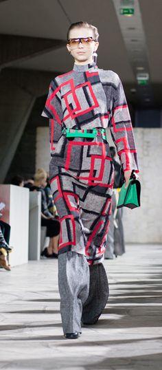 4. Airbush squares cape dress-silk-red-grey / Skin turtle neck sweater-wool-almond / Cross waistband trousers-silk-wool-cashemere-nylon-coal / Train belt-patent leather-green-black / Filipa sunglasses-acetate-havana-transparent / Ibiza earring-silver-rhodium / Small leaf earring-silver / Barcelona shoulder 24 bag-suede-refined calf-green-black / Column ring ankle boot-calf-goatskin-navyblue-multicolor