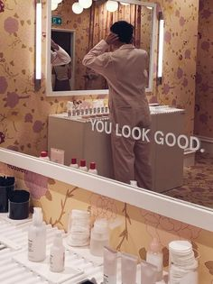 Come on a retail safari with me inside the Glossier London pop-up, where skincare and make-up are sold to gen z via experience, not transaction Window Display Retail, Retail Displays, Shop Displays, Window Displays, Aesthetic Room Decor, Sun Aesthetic, Retail Store Design, Retail Stores, Glossier Pop Up