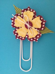 Love these bookmarks made with jumbo paper clips and the Stampin' Up Fun Flowers die!