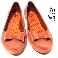 Sapatilha Xes N °38  Camurça fake Promooo povo R$18 por tempo limitado   🆙Atendimento c ⏰marcada  📞 Whatsapp  31 8729-0249  💳 Aceitamos débito e cred   #shoes #xes #sapatilha #sale #promocao #uohbrecho #brecho #2hand #moda #instagood #pretty #style #girl  #love #follow #cool #good #cute #follow #fashion #fun #igers  #ootd #blogger #inlove #model #blog #belohorizonte #brasil