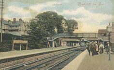 Essex, Westcliff-on-Sea Railway Station c.1905 - Train in station and passengers on platform.jpg (1200×745)