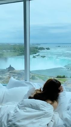 mariashotelcheck on Instagram: Imagine waking up to this view... tag someone who needs to see Niagara Falls in person!!🏨 📲 Tag a friend that has to see this! Follow…