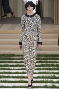 Chanel Spring 2016 Couture Fashion Show - Jamie Bochert (OUI)