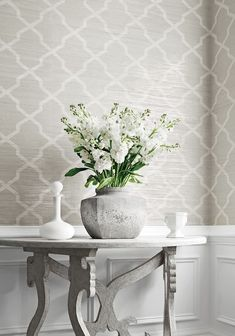 & # Carolyn Trellis & # Wallpaper in gray from the Natural Resource 2 collection - Thibaut . & # Carolyn Trellis & # Wallpaper in gray from the Natural Resource 2 collection – Thibau Best Living Room Wallpaper, Hallway Wallpaper, Dining Room Wallpaper, Home Wallpaper, Metallic Wallpaper, Bathroom Wallpaper Grey, Livingroom Wallpaper Ideas, Grey Trellis Wallpaper, Wallpaper In Kitchen